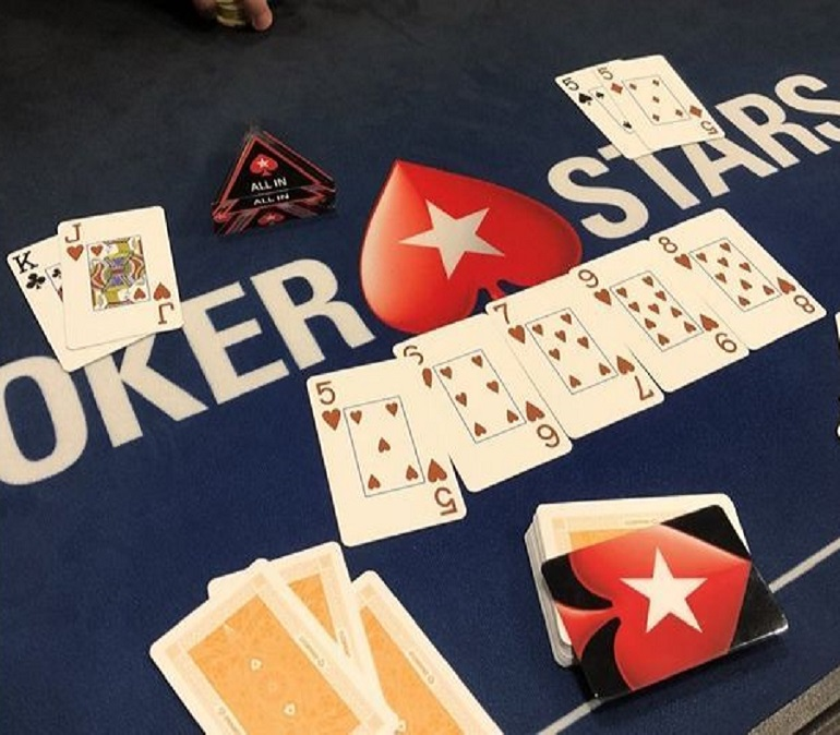 Straight Flush on the board at 2018 PS EPT Barcelona SHR event