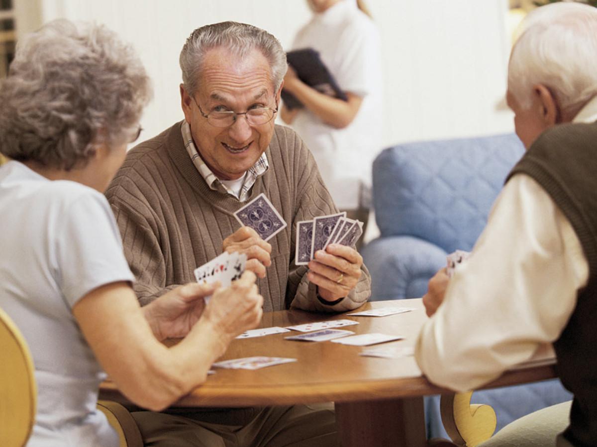 Взрослые играют в карты список онлайн казино на рубли
